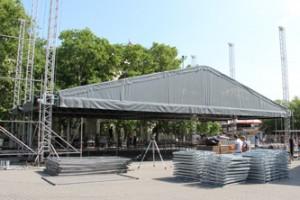 Подготовка сцены к концерту в г.Севастополь