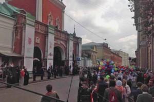 Крестный ход от Кремля до Высоко-Петровского монастыря.