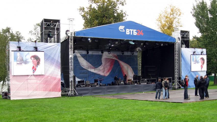 Сцена 16x10 с силовой элеваторной двускатной крышей «Prolyte ST»